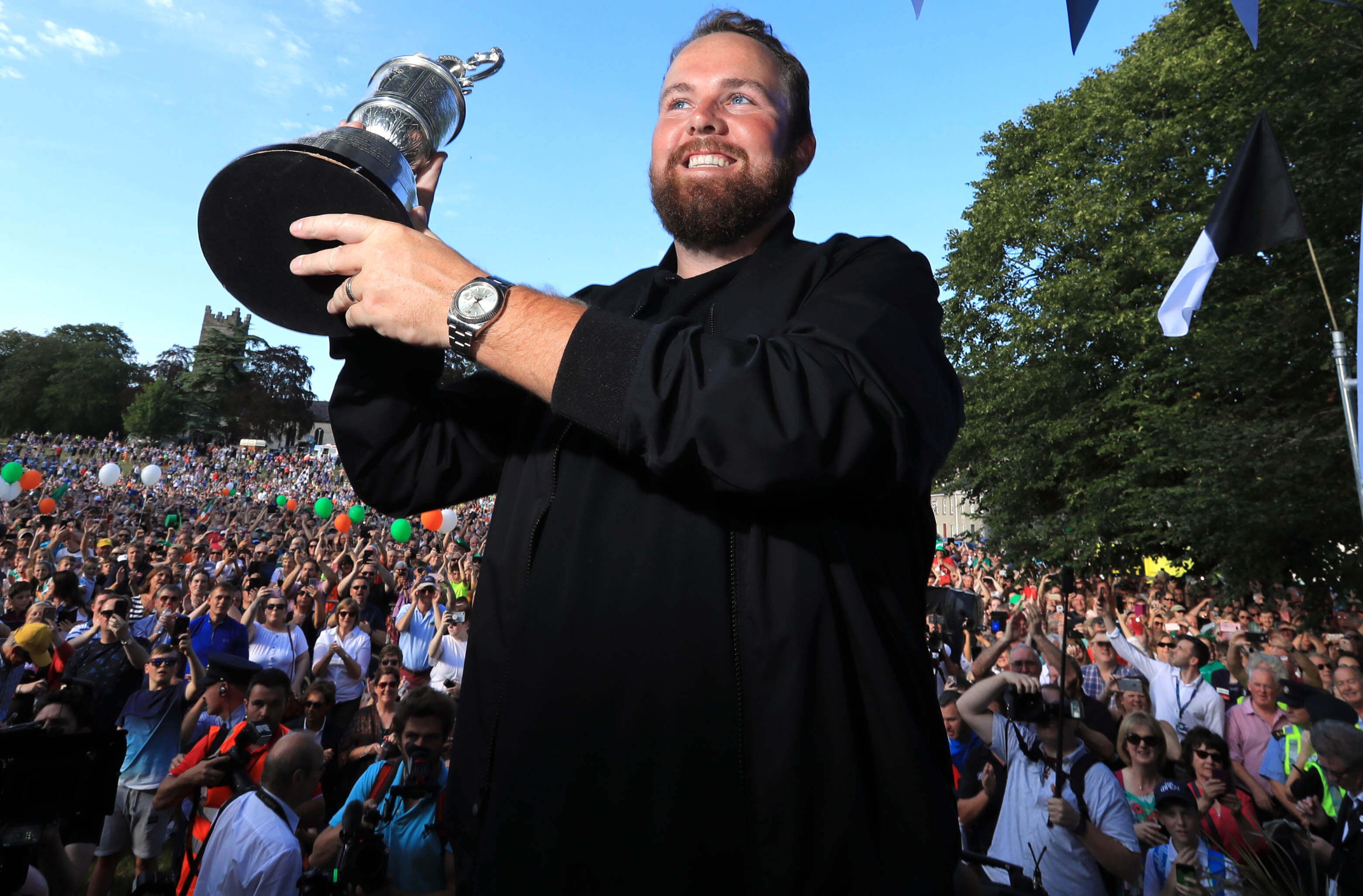 Shane Lowry with the Claret Jug after winning the 2019 Open Championship. Photo by PA Images/Sipa USA)